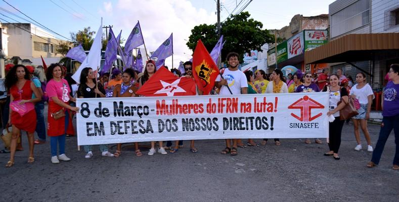 Em Natal, 5 mil mulheres marcham em defesa da democracia e contra a Reforma da Previdência