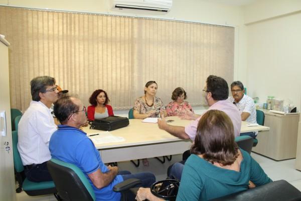 Comissão participa de reunião sobre a RSC de aposentados na Reitoria